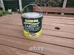 6 Seated wooden garden table and chairs used Includes 3/4 tin of Furniture Stain