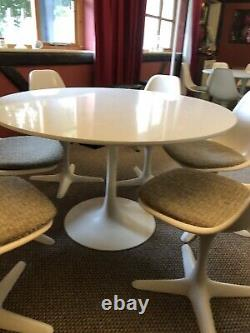 Vintage white 1960s X6 tulip swivel chairs and dining table